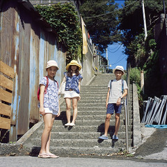 Kiki, Louise, and Azure (Petit Ming) Tags: japan enoshima film rolleiflex tlr 28gx zeiss fujifilm rdp3 epson gtx900 v700