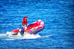 At full speed (Analog MF lens 500mm) (Fnikos) Tags: sea mar mare water analog analog500mm 500mm mf manual boat speed color colour colores colours colors blue azul blau light people outside outdoor