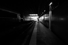 quai-5 (laurent.triboulois) Tags: women paris train gare street blackandwhite station rail locomotive city downtown