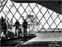 Le Louvre (kikevist thierry) Tags: france kikevist lelouvre museum musé paris photographer noiretblanc bw blackandwhite noirblanc blackwhite monochrome olympus omd zuiko em1x streetphotography livestyle avril2019 april2019 2019