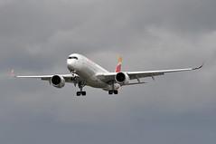 'IB31GG' (IB3166) MAD-LHR (A380spotter) Tags: landing approach arrival finals shortfinals airbus a350 a350xwb™ xtrawidebody extra 900 ecnbe museedelprado internationalconsolidatedairlinesgroupsa iag iberialíneasaéreasdeespaña ibe ib ib31gg ib3166 madlhr runway27l 27l london heathrow egll lhr
