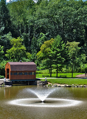 Foundtain & Covered Bridge (George Neat) Tags: georgeneat patriotportraits neatroadtrips outside landscapes scenic scenery westmoreland county pa pennsylvania laurelhighlands trees water indian lake north huntingdon park fountain coveredbridge