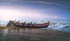 India fishing boat waiting for the wave A739494 (joana dueñas) Tags: india kerala fishingboat waves