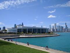 Exercise (ancientlives) Tags: chicago illinois il usa walking travel trips city cityscape sky skyline skyscrapers lake lakemichigan lakefronttrail lakeshore bluesky vista sunday may 2019 spring sheddaquarium museumcampus bicycle cycling exercise chicagoparks