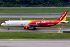 VietJet Air | Airbus A321-200 | VN-A639 | Singapore Changi (Dennis HKG) Tags: aircraft airplane airport plane planespotting canon 7d 100400 singapore changi wsss sin vietjet vietjetair vjc vj airbus a321 airbusa321 sharklets vna639