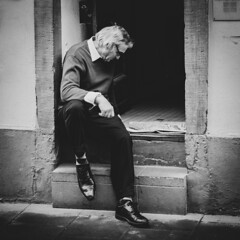 short story about very elegant shoes (ignacy50.pl) Tags: street streetphotography streetview people man portrait streetportrait sitting monochrome blackandwhite reportage france urban