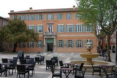 Fréjus (Var) : l'hôtel de ville (bernarddelefosse) Tags: fréjus var provencecôtedazur france mairie hôteldeville