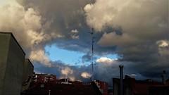 Se abre o se cierra? (enrique1959 -) Tags: martesdenubes martes nubes nwn antena bilbao vizcaya paisvasco euskadi españa europa