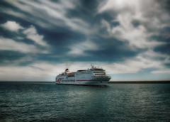 """Buque """"Ciudad Autónoma Melilla"""" (Manuel Peña Jiménez) Tags: ferry buque puerto mar nubes cielo transmediterránea turismo viajes almería fujifilmxs1 barco"""