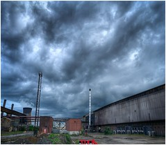 Storm brewing (Andy Stones) Tags: storm clouds cloudscape cloud sky skywatching weather weatherwatch nature naturelovers naturephotography natureseekers outdoors outside image imagecapture imageof photography photoof scunthorpe lincolnshire northlincs northlincolnshire nlincs industry