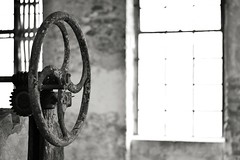 the wheel of fortune (robert.freitag) Tags: nikon nikond7200 nikkor 50mm bw sw light licht rust rost decay abandoned rotten lostplaces