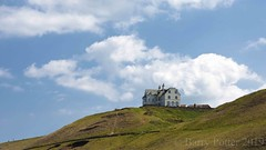 House on the cliff (Barry Potter (EdenMedia)) Tags: barrypotter edenmedia nikon d7200 whitby coast