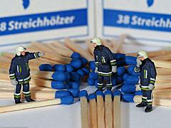 SoS - Tiny People -  Gefahrenpotential in blau (J.Weyerhäuser) Tags: blueforyoume2019 blau firebrigade preiser smileonsaturday tinypeople danger matches