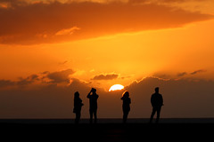 enjoying the sunset (Wackelaugen) Tags: sun sunset silhouette puertodelacruz tenerife teneriffa spain europe canaries canaryislands canaryisles canon eos 760d photo photography stephan wackelaugen
