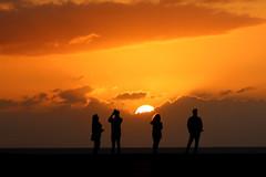 enjoying the sunset (Wackelaugen) Tags: sun sunset silhouette puertodelacruz tenerife teneriffa spain europe canaries canaryislands canaryisles canon eos 760d photo photography stephan wackelaugen