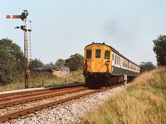 6Ls 1011 & 1017 pass Etchingham's Down Home signal, and head towards Stonegate on Saturday 28th September 1985, with the 11:45 Charing Cross to Wadhurst (via Tonbridge, Ashford, Rye & Hastings) (SRDemus) Tags: restriction0 train sussex 6l demu hastingsunit hastings 1017 1011 homesignal semaphoresignal semaphore etchingham