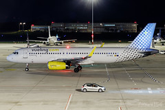 EC-MGE | Vueling | Airbus A320-232 | BUD/LHBP (Tushka154) Tags: hungary spotter vueling airbus ferihegy budapest a320232 ecmge a320 a320200 airbusa320 aircraft airplane avgeek aviation aviationphotography budapestairport lhbp lisztferencinternationalairport planespotter planespotting spotting