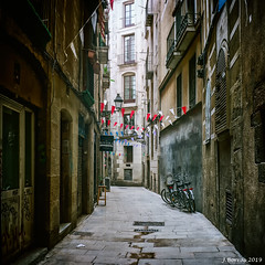 Go rent a bike - Gothic Quarter alley (j.borras) Tags: film walking alley medium barcelona format wandering 120mm yashica gothicquarter igersbcn igersbarcelona igerscatalunya walkbyshooting yashicamat124g yashicamat124 explore inexplore