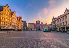 Sunrise in the old town square (Vagelis Pikoulas) Tags: wroclaw poland europe travel sunrise morning dawn square old town city cityscape architecture landscape urban colors colour holidays may 2018 spring tokina 1628mm canon 6d