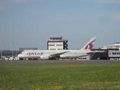 A7-BCL. (aitch tee) Tags: boeing dreamliner qatarairways cardiffairport aircraft aircraftspotting cwlegff maesawyrcaerdydd walesuk a7bcl