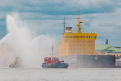 Ice Tug Farewell  - Прощание ледового буксира (Valery Parshin) Tags: russia saintpetersburg stpetersburg canoneos70d canonefs55250mmf456isstm blue ships tugboat neva ngc water