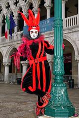 QUINTESSENZA VENEZIANA 2019 748 (aittouarsalain) Tags: venise venezia carnevale carnaval costume masque lutin palazzoducale palazzo