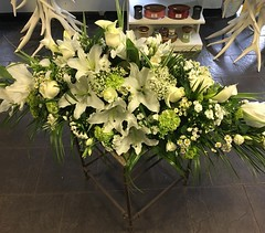 A gorgeous neutral coloured casket spray with large oriental lillies, and filled with beautiful mixed flowers and foliage's . . #parsleyandsageflorist #stokeontrentflorist #orientallilies #flower_beauties_ #flowers #flowerstagram #flowers🌸 (parsleyandsage11) Tags: flowers flowerstagram shoplocal flowerdaily florals flowergram inspiredbypetals supportsmallbusiness flowerbeauties flowerssuperpics parsleyandsageflorist instapic flowerperfection orientallilies stokeontrentflorist