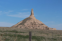 One final picture of Chimney Rock before I left. (Hazboy) Tags: scottsbluff rock chimney hazboy hazboy1 alliance nebraska cars car coche carhenge april 2019 auto automobile