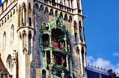 05 - Munich Mai 2019 - Marienplatz, l'Hôtel de Ville (paspog) Tags: munich münche allemagne germany deutschland mai may 2019 marienplatz hôteldeville gargouille gargoyles gargoyle gargouilles horloge