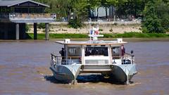BAT3 BatCUB Bordeaux Garonne (Cyril Ribault) Tags: bateau bat3 batcub garonne gironde cub pentax kr bordeaux tbm river rivière fleuve navette keolis catamaran tamronaf18200mmf3563xrdiiildasphericalif tamron