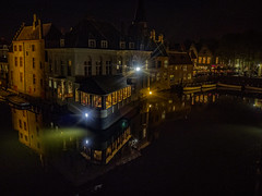 A room with a view (Ian M Bentley) Tags: bruges brugee belgium westflanders europe therozenhoedkaai huidenvetterspleinbridge groenereicanal rozenhoedkaai flemish worldheritagesite unesco medieval historic canal waterways olympus omd em1ii night views evening lights zuikopro1240mm spring april lateapril reflections water romantic relaxing wonderful peaceful nightlife city town mirroring landingstage boats cruiseboats wall bricks red reflection veniceofthenorth 12thcentury enchanting outdoor architecture building watercourse bourgoenschhofhotel