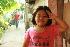 a salute for you (the foreign photographer - ฝรั่งถ่) Tags: girl child khlong thanon portraits bangkhen bangkok thailand canon street