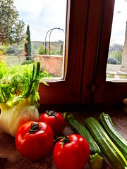Tuscan windowsill (ekelly80) Tags: italy tuscany april2019 spring sangiovannidasso countryside home airbnb house tuscan vegetables tomatoes window windowsill kitchen zucchini