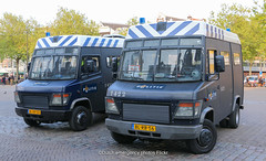 Dutch riot police Mercedes-Benz Vario (Dutch emergency photos) Tags: politie police polizei polit politi politiet polis polisi polisie polisia policia policie polici politia polizie polizia politievoertuig policevehicle policevehicles politievoertuigen voertuig voertuigen vehicle vehicles nederland nederlands nederlandse netherlands netherland dutch emergency photo photos foto fotos blue light blauw licht lichtbak lichtbalk lightbar policevan policevans politiebus politiebussen politiewagen politiewagens amsterdam amsterdams amstelland mercedes benz hulp hulpverlening hulpverlenings hulpverleningsvoertuig hulpverleningsvoertuigen 999 911 112 mb vario riot riotpolice mobiele eenheid me blrx50 1421 blrb56 1422