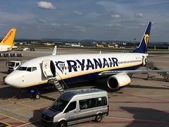 Ryanair at Stuttgart (Lonfunguy) Tags: ryanair boeing737 boeing str stuttgart eiftz aircraft