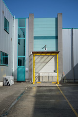 DSC07306 (Laurent Lebecque) Tags: colors turquoise door hangar 4 yellow sun