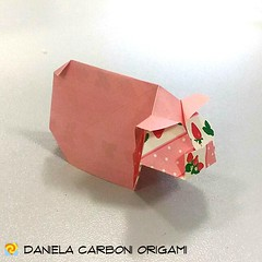 """Maialino""  Rielaborazione di un modello creato negli anni 90. Carta da origami bicolore decorata, lato 7,5cm. ---------------------------------------- ""Piglet""  Rework of a model created back in the 90s. Double side colored kami, 7,5cm edge.  #origami #c (Nocciola_) Tags: maialino paperart piglet cartapiegata createdandfolded papiroflexia paperfolding originaldesign danielacarboniorigami paper origami"