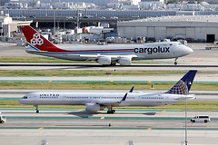 B757 N57869 + B747 LX-VCK Los Angeles 27.03.19 (jonf45 - 5 million views -Thank you) Tags: airliner civil aircraft jet plane flight aviation lax los angeles international airport klax cargolux boeing 747 lxvck united airlines 757 n57869