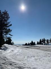 Auf dem Keilberg (Sascha Klauer) Tags: bäume berge blauerhimmel bluesky ceskarepublika czechrepublic erzgebirge frühjahr frühling gebirge gegenlicht gegenlichtaufnahme ilce7 keilberg klínovec krusnehory mountains schnee sonne sonnenwirbel sonya7 sonyalpha7 sonyilce7 tschechischerepublik