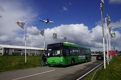 MAN Lion's Coach A78 (EL263) Stadsbuzz D6121 met kenteken BT-NP-53 als buspendel voor Green Parking Aalsmeer 04-05-2019 (marcelwijers) Tags: ex connexxion 3934 man lions coach a78 el263 stadsbuzz d6121 met kenteken btnp53 als buspendel voor green parking aalsmeer 04052019 bus lijnbus linienbus busse buses autobus autocar nederland niederlande netherlands pays bas op de achtergrond vliegt een vliegtuig van air transat plane