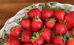 Il posto delle fragole (Raffa2112) Tags: fragole rosso strawberries red fruit canoneos750d raffa2112