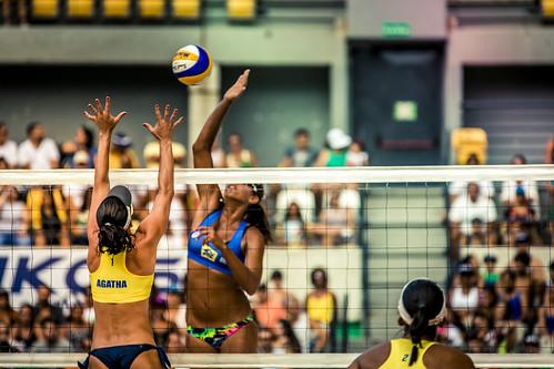brazil-vs-usa-volleyball_32726109611_o