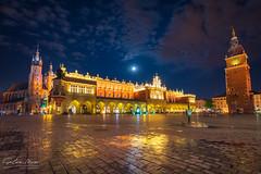 136/2019 (Salva Mira) Tags: krakow cracovia rynekglowny night nit lluna reflejos reflexes reflection town tower oldtown salvamira salva salvadormira