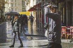 Chasseur chassé ! (Jonathan Nardi) Tags: beautifulpeople candide canonfrance colorama france inspiration juststreet lensculture lostincity minimalmood minimalismmood potd paname paris parisstreetlife parisian photoderue photodujour photooftheday picoftheday shotinthestreet streetlife streetpeople streetphoto streetphotography unposed urbanlife urbanlight urbanpeople urbanphotography vsco walkinparis broadmag