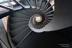 Black Mamba (Frank Guschmann) Tags: treppe treppenhaus staircase stairwell escaliers stairs stufen steps architektur frankguschmann nikond500 d500 nikon