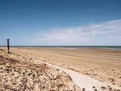 Icapuí (KyllerCG) Tags: américadosul brasil brazil brazilsnortheast ceará icapuí ne nordeste regiãonordeste southamerica beach bluesky cidadesnordestinas céu céuazul funfunfun nature praia sky