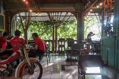 (kuuan) Tags: cafe coffeeshop caphe càphê district3 hcmc saigon motorbike vintage design classic sonyrx100iii hochiminhcity girl hair guys flare sunrays