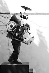 Como un monumento al artista (2010) # 2 (just.Luc) Tags: bn nb zw monochroom monotone monochrome bw man male homme hombre uomo mann musician muzikant musicien onemanband sculpture escultura statue estatua statua beeld beeldhouwwerk skulptur art kunst public publiek outside spain spanje espagne españa spanien sevilla seville séville siviglia
