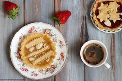 Crostatine con confettura e mandorle (Giovanna-la cuoca eclettica) Tags: dolci stilllife fruttidibosco fragole wood vintage foodstyling food