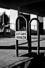 Aufgang_Detail (milchmithonig) Tags: hamburg alt verlassen schwarzweis blackwhite old lost